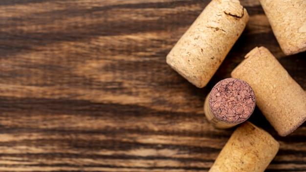 Rolhas de vinho close-up na mesa