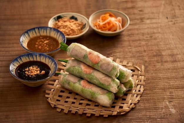 Rolinho primavera fresco, comida vietnamita.