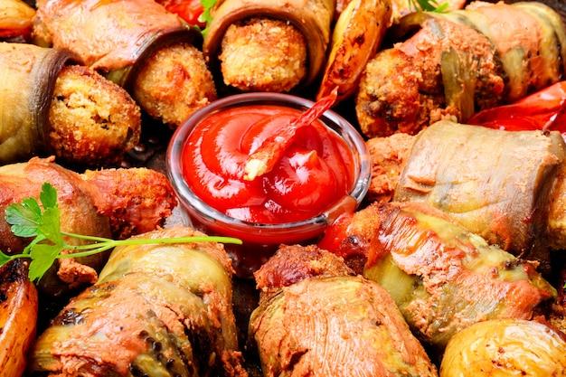 Rolinhos de berinjela com carne