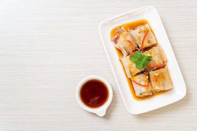 Rolinhos de macarrão de arroz chinês cozido no vapor