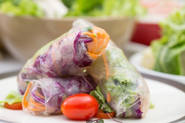 Rolinhos primavera com legumes.