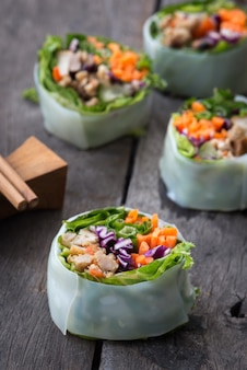 Rolinhos primavera de comida vietnamita