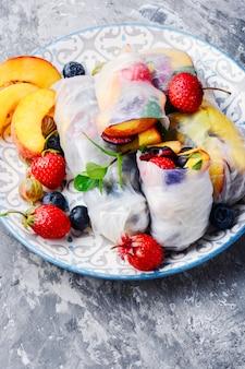 Rolinhos primavera de frutas