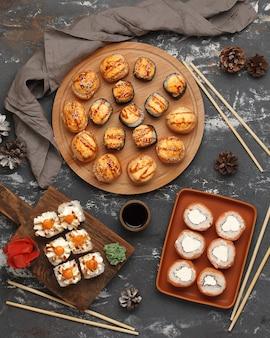 Rolls cozinha tradicional japonesa e chinesa conjunto de sushi bar
