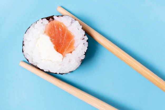 Rolo de arroz sushi fresco close-up