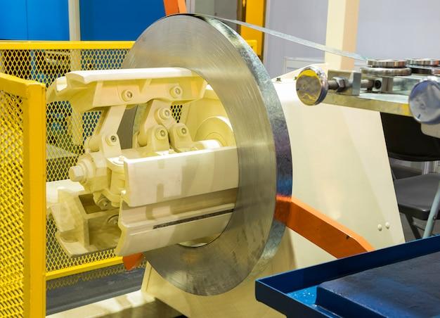 Rolo de bobina de aço inoxidável na máquina