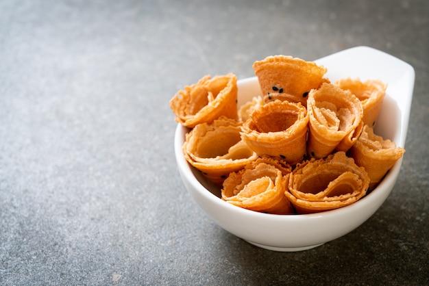 Rolo de coco crocante - lanche asiático