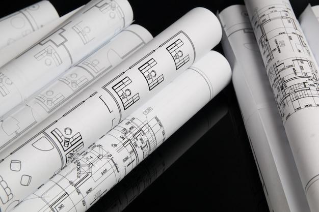 Rolo de desenhos desenhos arquitetônicos e blueprint
