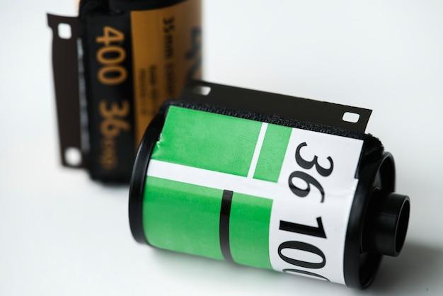 Rolo de filme isolado no fundo branco