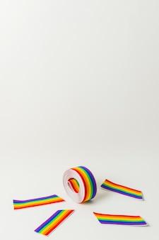Rolo de fita e fitas em cores lgbt