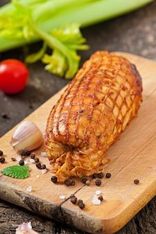 Rolo de frango com ameixas e damascos secos