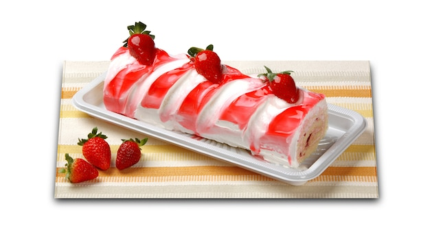 Rolo de gelatina de morango. sobremesa de morango.