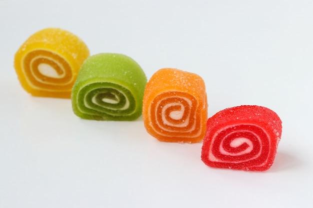 Rolo de marmelada multicolorida