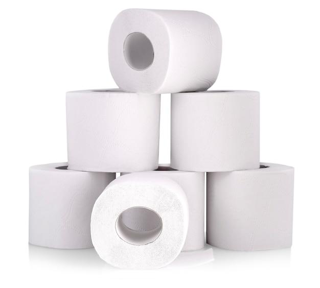 Rolo de papel higiênico ou tecido isolado no branco