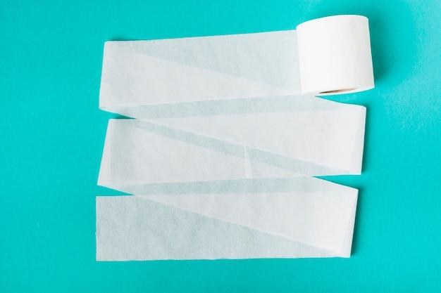 Rolo de papel higiênico solto