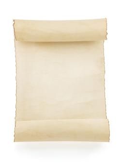 Rolo de pergaminho isolado no branco