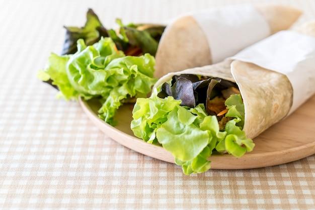 Rolo de salada de envoltório