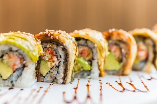Rolo de sushi de enguia