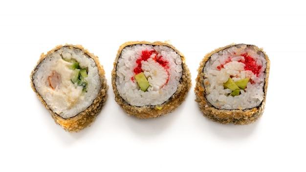 Rolo de sushi quente com salmão, enguia, atum, abacate, camarão real, cream cheese filadélfia, caviar tobica, chuka.
