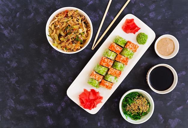 Rolo de sushi. vista do topo
