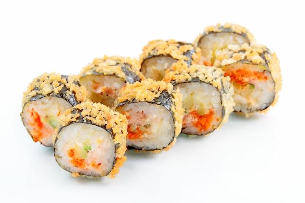 Rolo de tempura com salmão e abacate