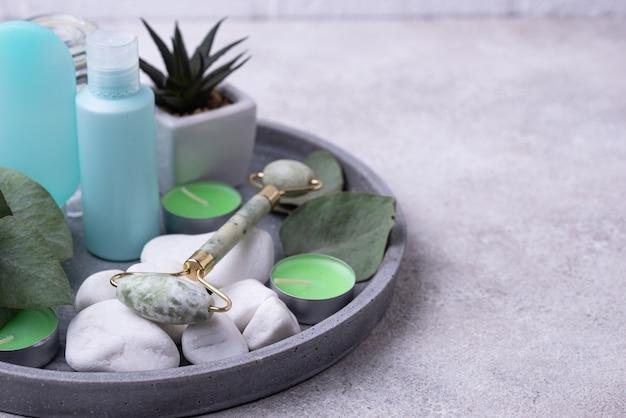Rolo facial de jade verde para massagem e cuidados com a pele