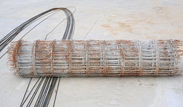 Rolos de arame de aço reforçado para construção em concreto.
