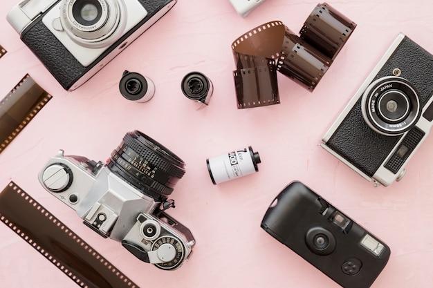 Rolos de filme em meio a câmeras retro