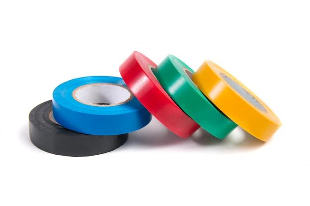 Rolos de fita isolante colorido isolado