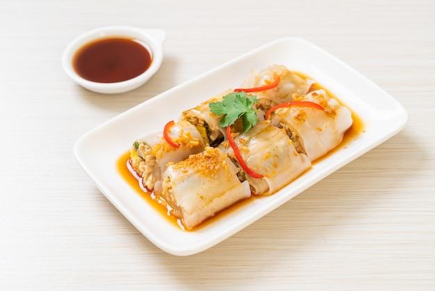 Rolos de macarrão de arroz cozido no vapor chinês, estilo de comida asiática