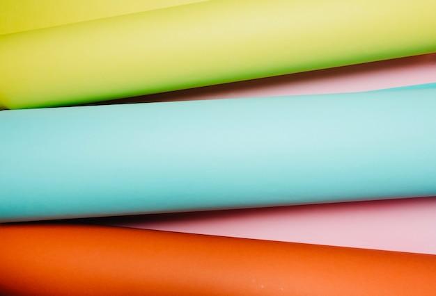 Rolos de papel colorido