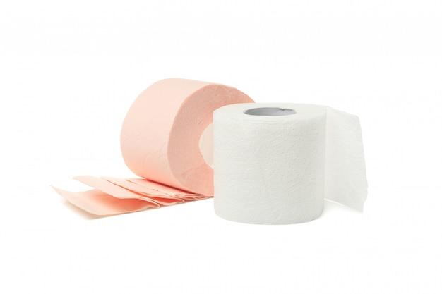 Rolos de papel higiênico isolado no branco