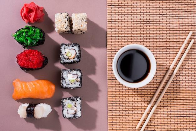 Rolos de sushi delicioso para o dia de sushi