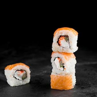 Rolos de sushi deliciosos
