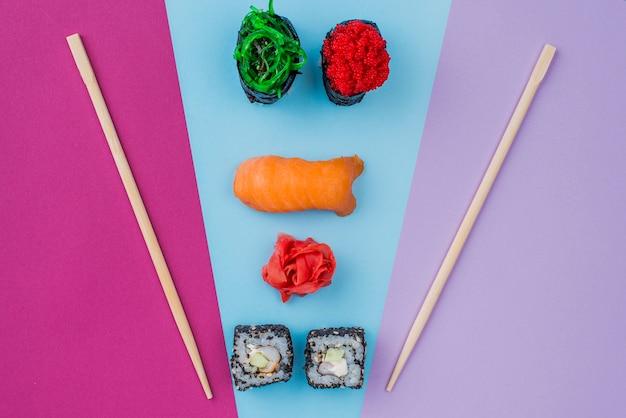 Rolos de sushi saborosos