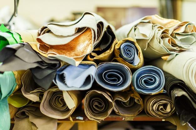 Rolos de tecido multicolorido