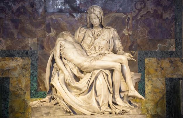 Roma, estado do vaticano - 28 de agosto de 2018: pietãƒâƒã'âƒãƒâ'ã'â di michelangelo (a piedade), 1498-1499, localizado na basílica de são pedro em roma