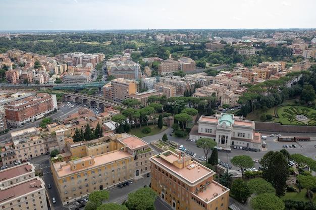 Roma, itália - 22 de junho de 2018: vista panorâmica da cidade do vaticano a partir da basílica papal de são pedro (basílica de são pedro)