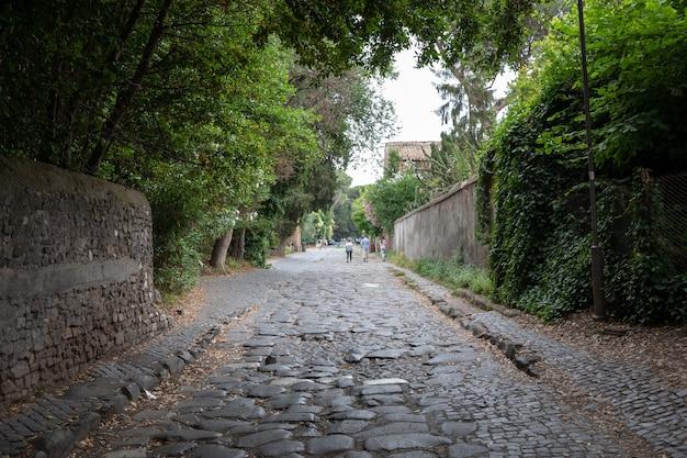 Roma, itália - 23 de junho de 2018: vista panorâmica da via appia (via appia) é uma das estradas romanas mais antigas e estrategicamente mais importantes da antiga república
