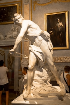 Roma, itália - 24 de agosto de 2018: obra-prima de gian lorenzo bernini, david, datada de 1624