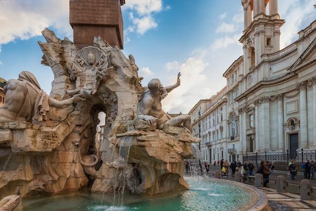 Roma, itália a fonte dos quatro rios por bernini na piazza navona