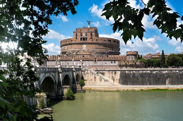 Roma, itália. castel sant'angelo - a antiga fortaleza.
