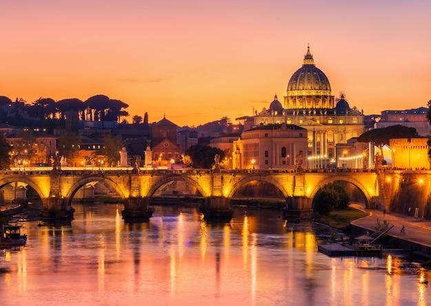 Roma, itália, com basílica de são pedro do vaticano