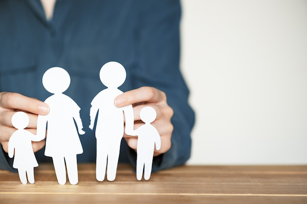 Romper e divorciar o conceito de família