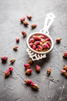 Rosa brota chá