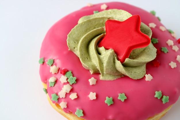 Rosa natal decorado doces isolados