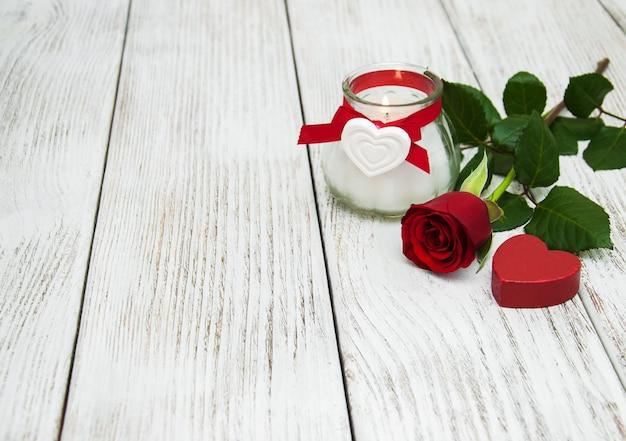 Rosa vermelha e coração