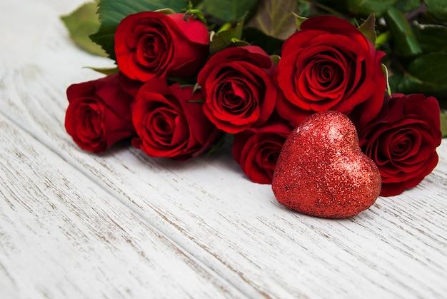 Rosa vermelha e corações