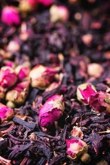 Rosas de chá e flores de hibisco secas