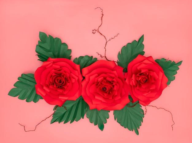 Rosas de papel vermelho